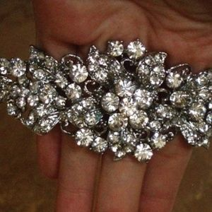 Accessories - Vintage Inspired crystal Hair Comb - New